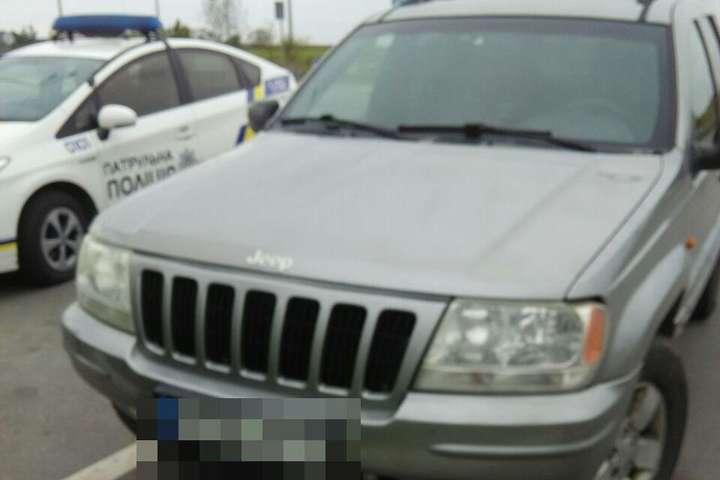 ВРивном остановили вседорожный автомобиль с9-летним парнем зарулем