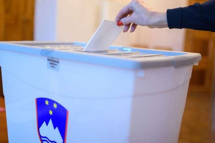 Чинний президент Словенії виграв перший тур виборів