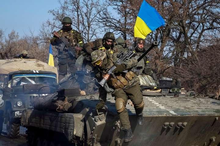 Минулої доби у війні насході України загинув захисник, двох поранено