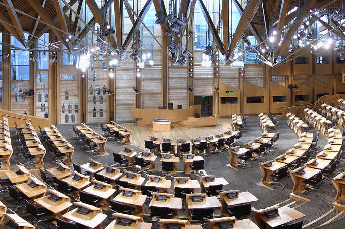 Через підозрілі пакети вШотландії евакуювали будівлю парламенту