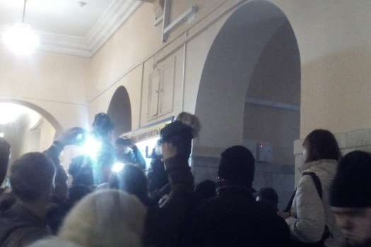 УКМДА увірвалися десятки протестуючих