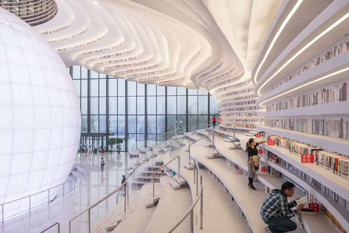 В Китае открылась футуристическая пятиуровневая библиотека, которая вас впечатлит