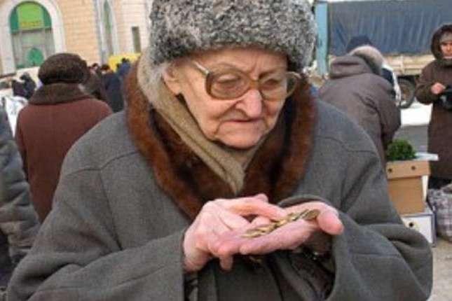 «Отримують мізерні пенсії»: уКабміні пообіцяли розібратися звиплатами для українців