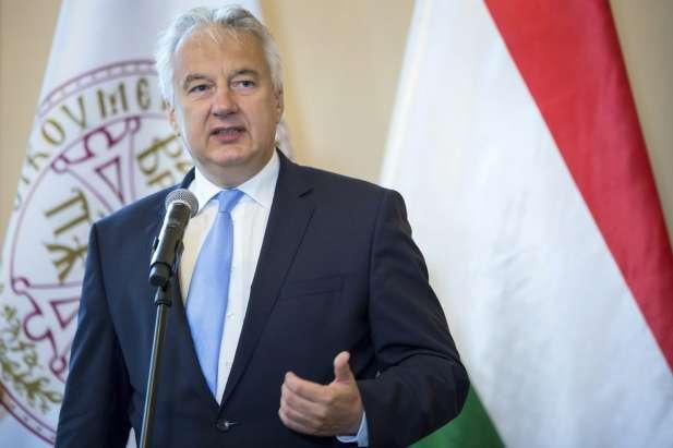 Будапешт підтримує автономію угорців закордоном