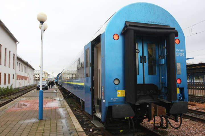 Національний виробник показав нові вагони, якими українці добиратимуться до Відня