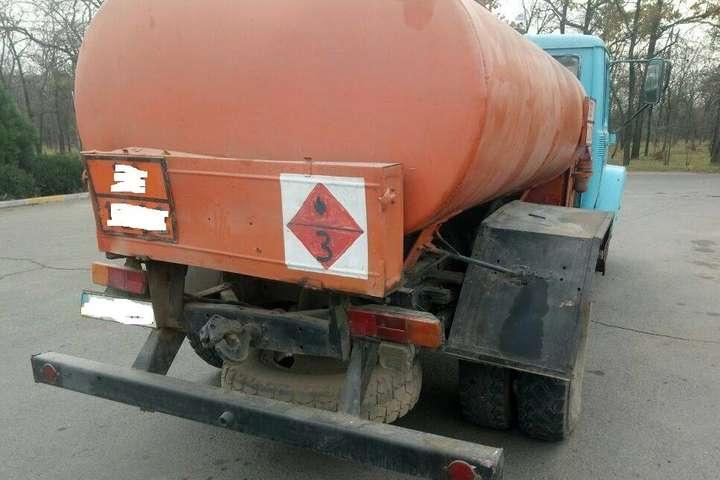 НаКиївщині троє іранців напали наАЗС і злили півтонни пального