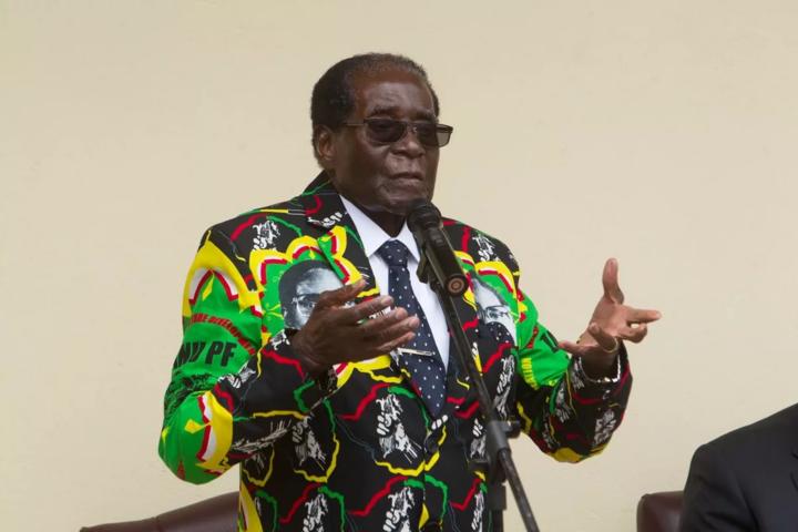 Президент Зімбабве під час звернення донароду неоголосив про свою відставку