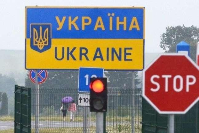 ВУкраїну заборонили в'їзд 1300 іноземців занезаконні візити доКриму