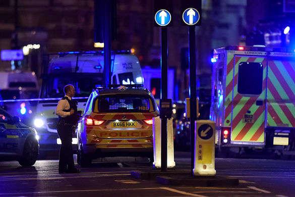 Поліція Лондона отримала інформацію про стрілянину вцентрі: евакуйовано станцію метро