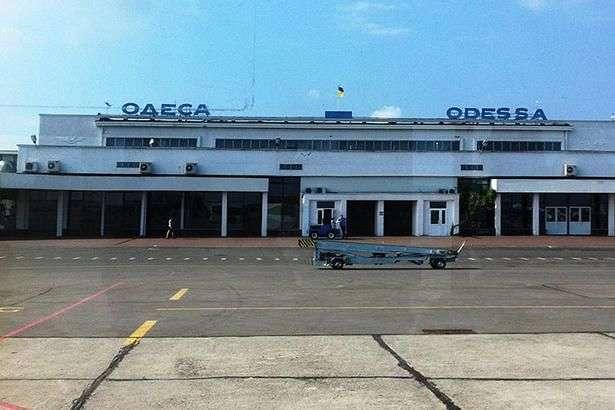 Невідомий повідомив про мінування аеропорту «Одеса»: пасажирів евакуйовують