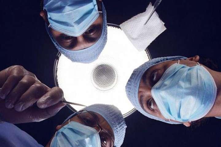 В Індії хірурги витягли зчоловіка сім кілограмів заліза