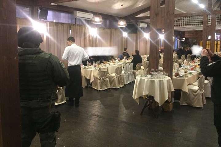 Устоличному ресторані затримали понад півсотні учасників зустрічі кримінальних авторитетів
