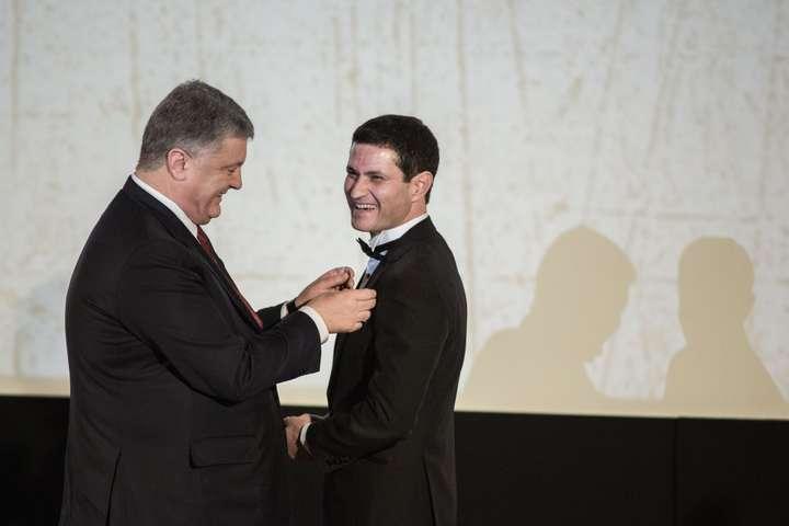 Режисер «Кіборгів» отримав високу нагороду