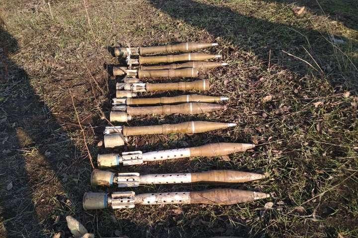Прикордонники виявили вДонецькій області схрон російської зброї