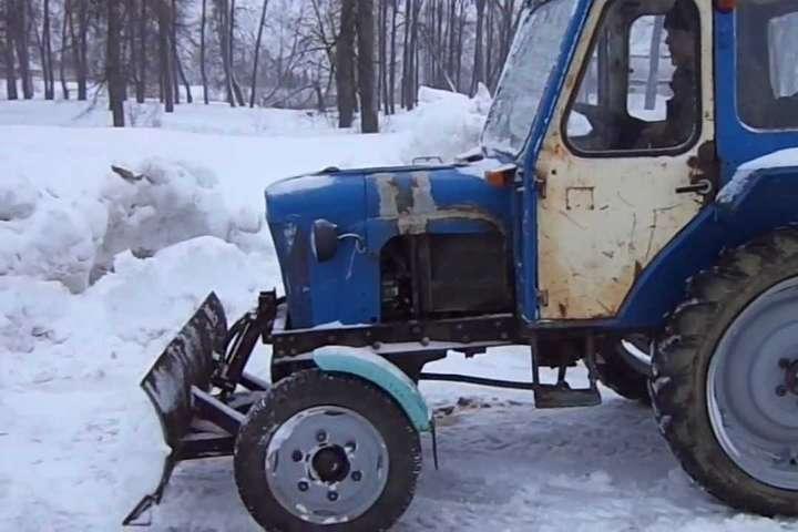 НаТернопільщині чоловік викрав трактор, щоб розчистити дороги від снігу