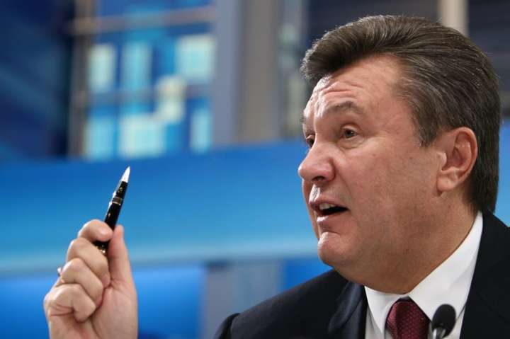 Янукович вернул юристов, откоторых отказался летом