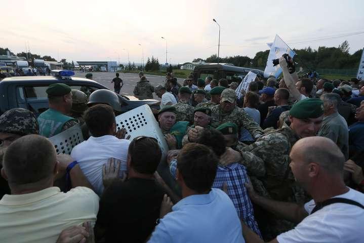 Наливайченко оштрафовали за«прорыв Саакашвили»
