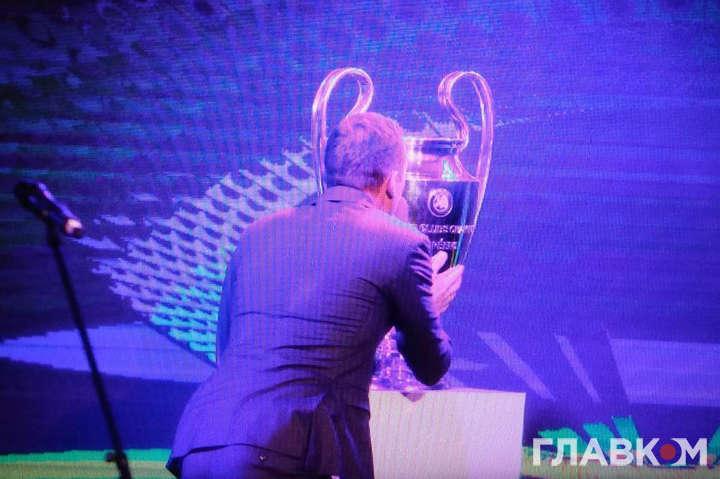 Представлено офіційний логотип фіналу Ліги чемпіонів вКиєві