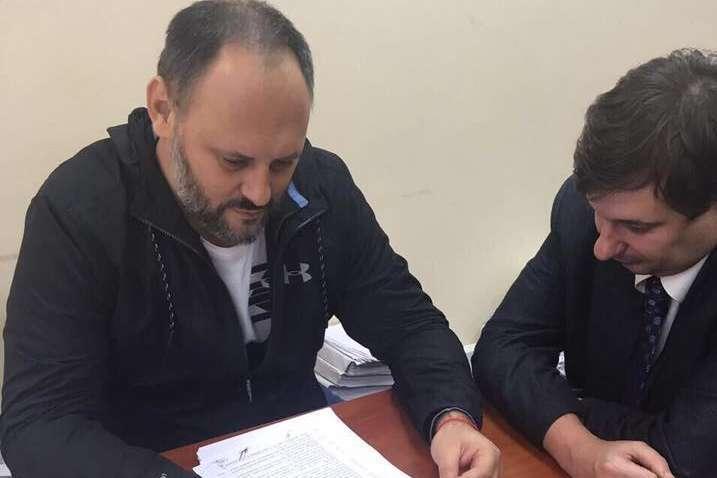 Суд дозволив Каськіву виїхати закордон і повернув паспорти