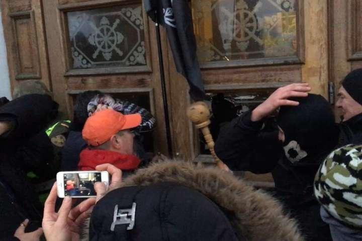 Посли Канади і Великобританії засуджують спробу захоплення Жовтневого палацу