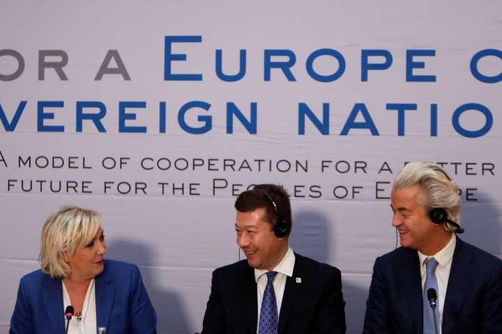 УПразі натлі протестів проходить з'їзд ультраправих партій Європи