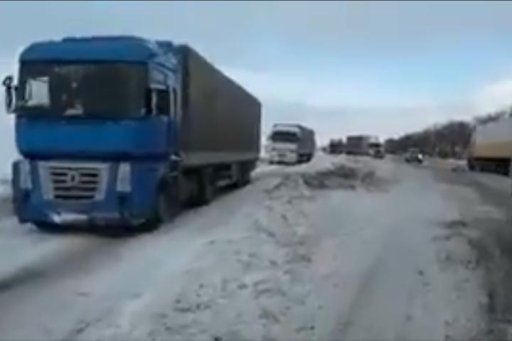 Рух транспорту наавтодорозі Київ-Одеса вЧеркаській області відновлено (Відео)
