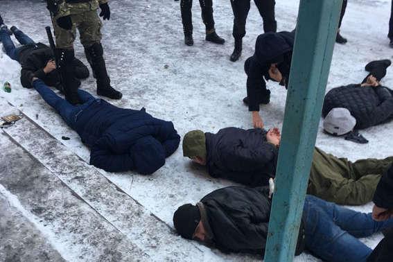 Поліція затримала на Вінниччині 20 озброєних рейдерів