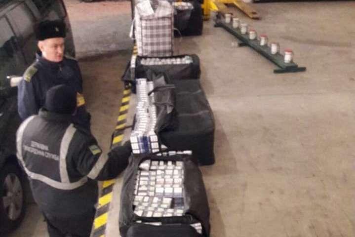 Українські прикордонники викрили чергову «дипломатичну» контрабанду