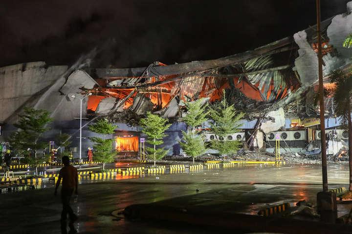 Масштабна пожежа вторговому центрі на Філіппінах: безвісти зникли щонайменше 37 осіб