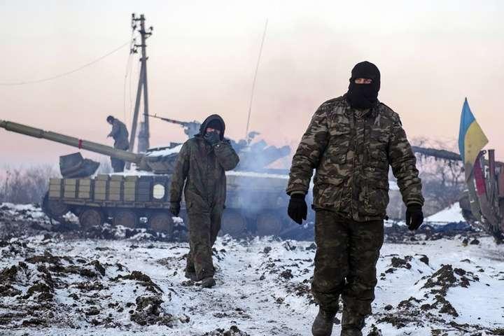 Різдвяне перемир'я вАТО: одного бійця поранено, бойовики продовжують обстріли