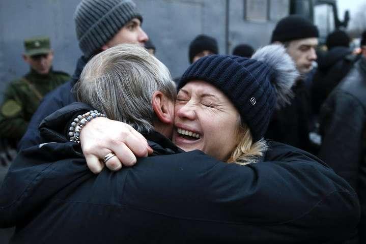 Травми на тілі звільнених заручників свідчать про катування,— Геращенко