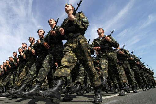 Кабмин отложил повышение зарплат военным