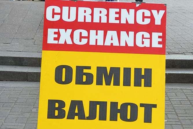 ВУкраїні стрімко обвалився курс долара