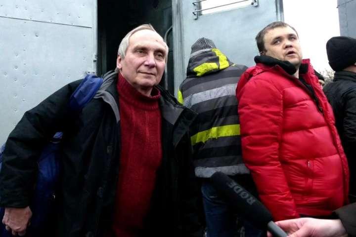 Ігор Козловський (ліворуч) після звільнення з полону
