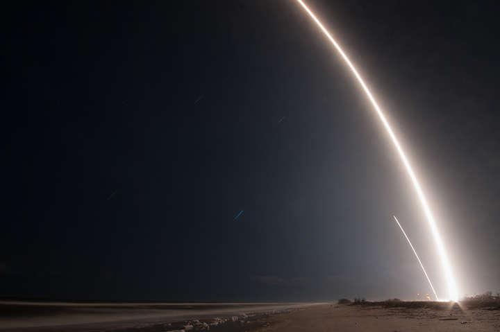 Следот ракеты Falcon 9 в небенад мысом Канаверал