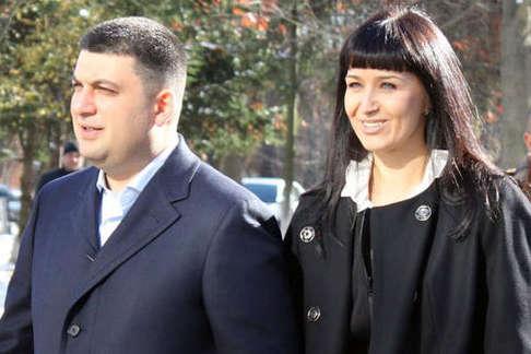 Володимир Гройсман з дружиною Оленою — Високі відносини. Навіщо Гройсман торгує майном з власною дружиною?