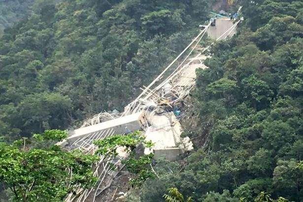 УКолумбії обвалився новий міст: 10 людей загинули