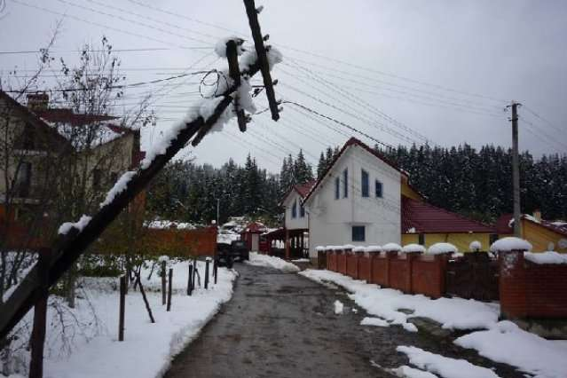 Майже 700 населених пунктів у6 областях України залишаються знеструмленими після негоди