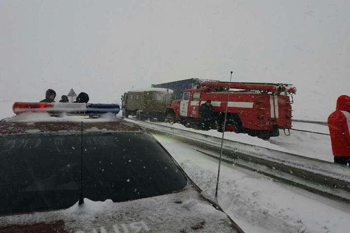 Милиция закрыла дорогу Киев— Одесса из-за снегопада