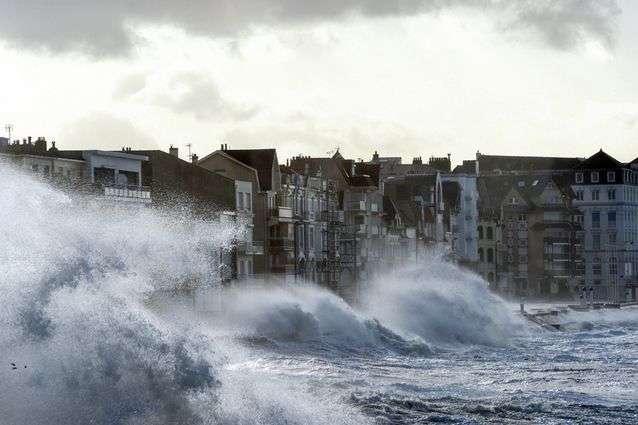 Ураган «Фрідеріке» в Німеччині: один загиблий, порушено рух транспорту