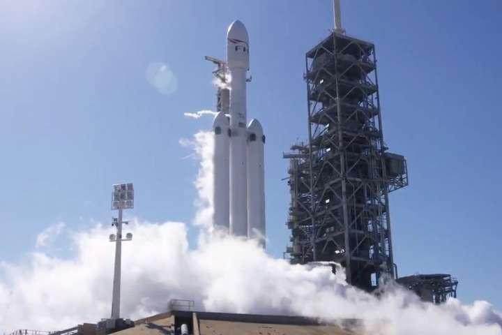 SpaceX провела вогневі випробування Falcon Heavy: опубліковано відео