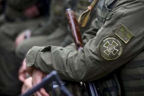 ВЛуганском облсуде прямо напосту застрелился военный Нацгвардии