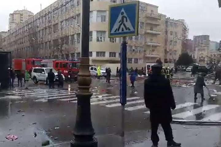 Потужний вибух прогримів вцентрі Баку, є постраждалі: перші фото та відео