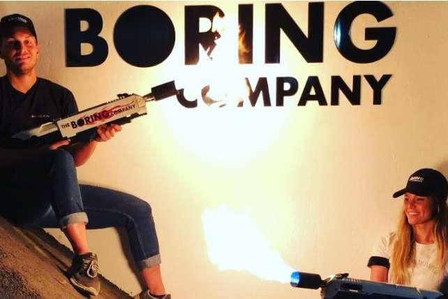 Ілон Маск представив вогнемети навипадок «зомбі-апокаліпсису»