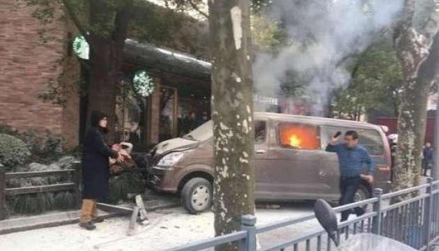 УКитаї автомобіль в'їхав унатовп пішоходів: 18 постраждалих