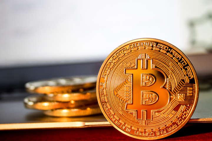 Обвал криптовалюти: біткоїн впав нижче $7 тисяч
