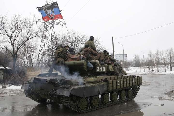 Терористи наДонбасі стріляють із танків і заборонених мінометів