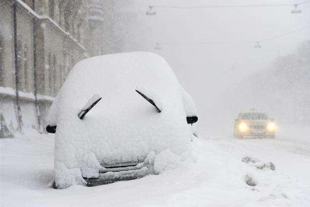 Рятувальники попередили про сильні снігопади і дощі в кількох областях