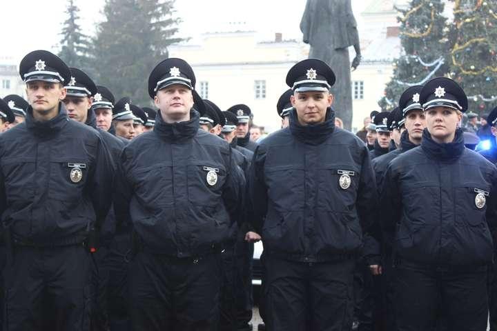 Зполіції Луцька звільнилася половина патрульних
