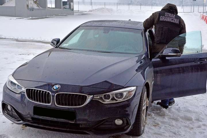Украинец на элитном краденом авто погорел на польской границе